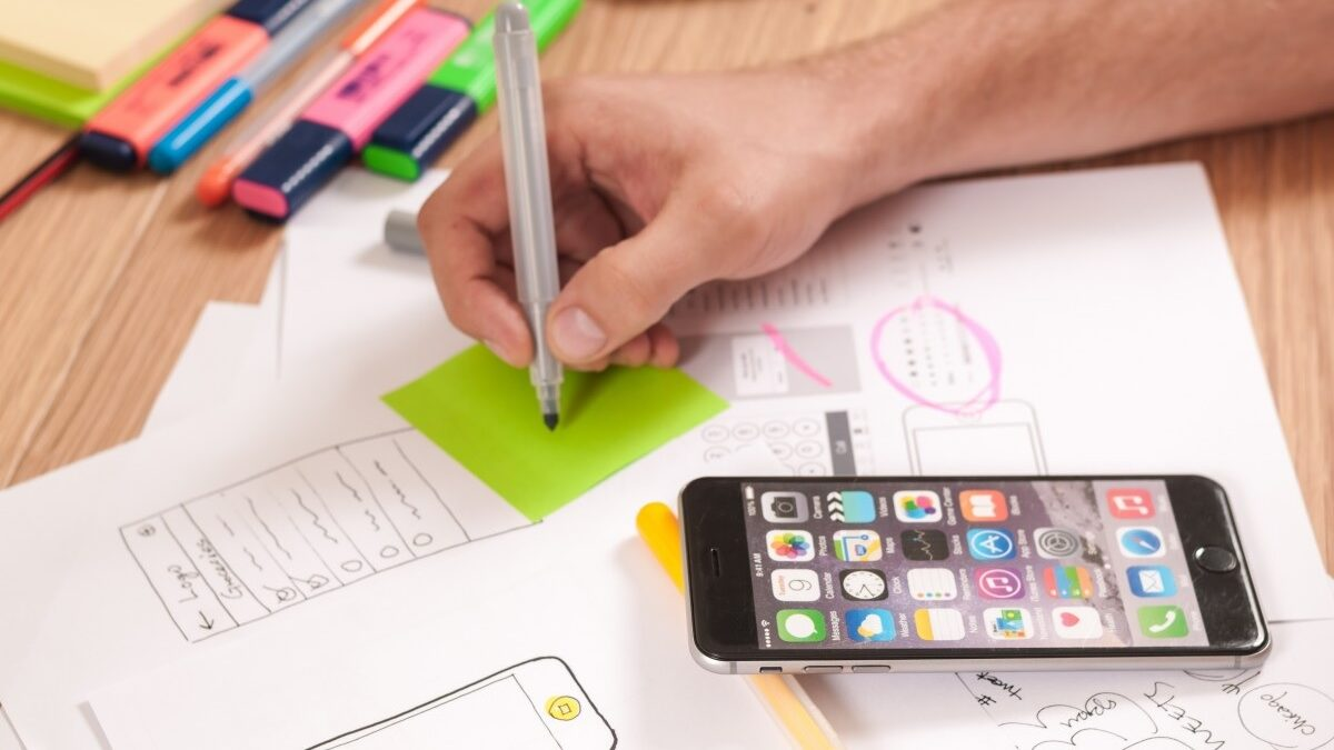 What are the prime steps in a mobile app development